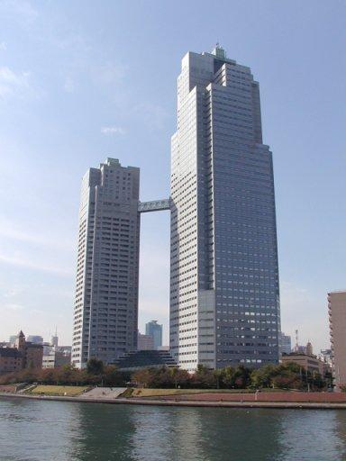 a聖路加タワー(隅田川方向より)Seiroka_gardens.jpg
